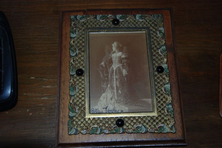 ORIGINAL PHOTOGRAPH; (6 x 4 in) by Window & Grave (photographers to the Royal Family, London, signed by Ellen Terry. Ellen TERRY.
